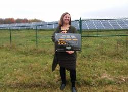 Heather Brown holding the SolSmart Award